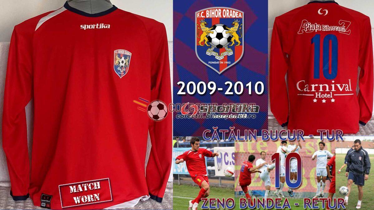 Tricou de joc FC Bihor Oradea, 2009-2010, Sportika. Au evoluat cu numărul 10, Cătălin Bucur în tur, respectiv Zeno Bundea în retur. Foto credit: https://foto.agerpres.ro / https://liga2.prosport.ro